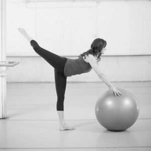 Classes-LA-RONDE-cropped-greyscale